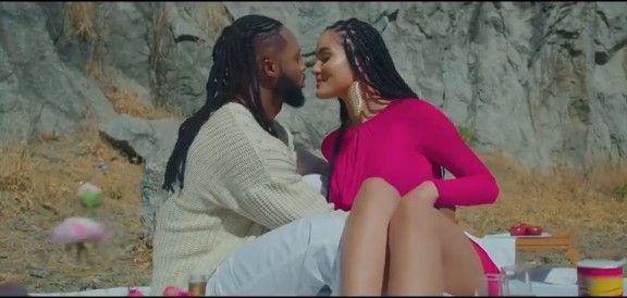 Download Video by Flavour – Omo Temi